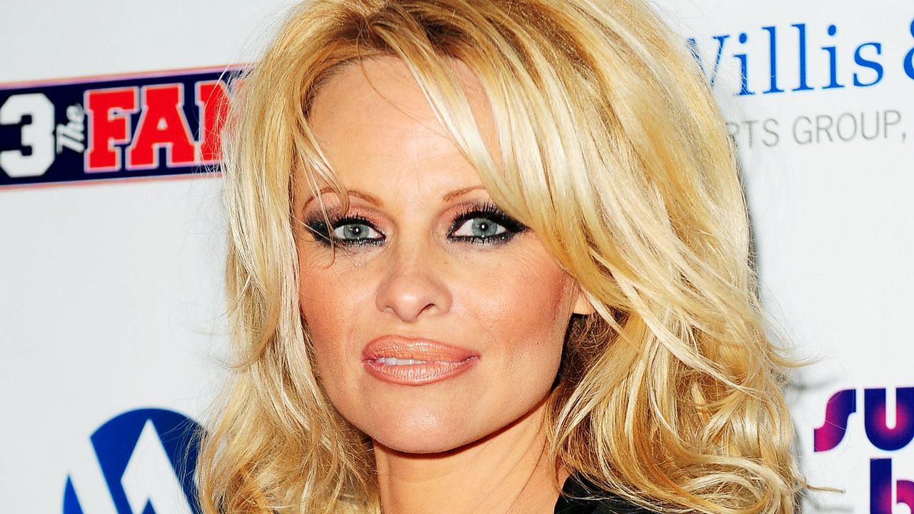 Pamela Anderson auf dem SuperBash 2011 in Dallas, Texas  - Bildquelle: getty-AFP