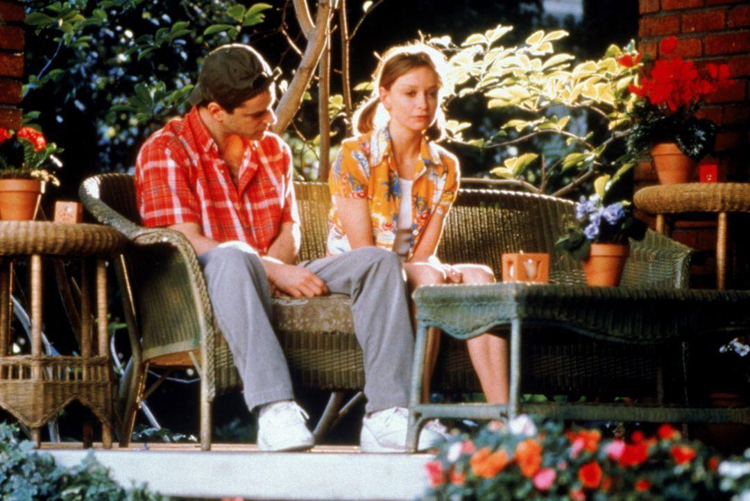 Rückblick: Ally (Calista Flockhart, r.) erinnert sich an ihr erstes richtiges Date mit ihrer Jugendliebe Billy (Gil Bellows, l.) ... - Bildquelle: Twentieth Century Fox Film Corporation. All rights reserved.