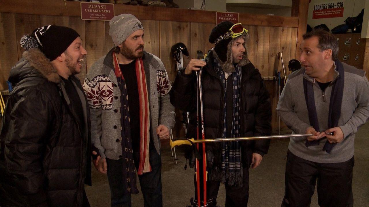 Die Skigebiete rufen und (v.l.n.r.) Sal, Brian, James und Joe folgen dem Ruf mehr oder weniger gerne ... - Bildquelle: 2014 Warner Bros.