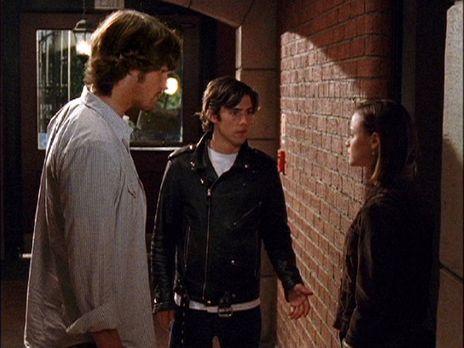 Während in Stars Hollow eine Kostümhochzeit bevorsteht, wartet auf Dean (Jare...
