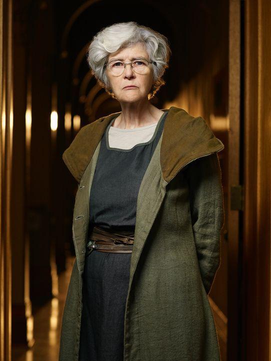 (2. Staffel) - Als eine der älteren Mitglieder der Gemeinschaft steht Schwester Agnes (Clare Coulter) vollkommen hinter den Ansichten ihres Anführer... - Bildquelle: Patrick Randak 2014 Sony Pictures Television Inc. All Rights Reserved./Syfy