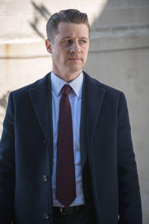 Gotham versinkt durch die Verbreitung des Virus' immer mehr im Chaos. Während Gordon (Ben McKenzie) weiter nach dem Gegenmittel sucht, haben Gothams... - Bildquelle: Warner Brothers