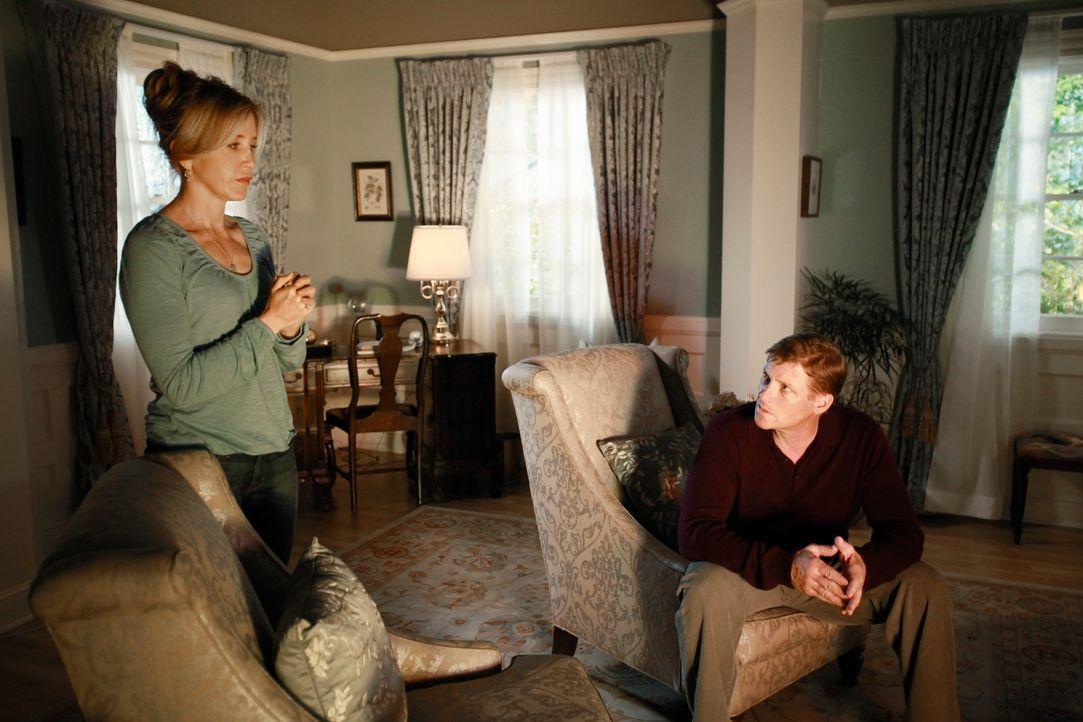 Verbringen ein gemeinsames Wochenende, um ihre Ehe wieder in den Griff zu bekommen: Lynette (Felicity Huffman, l.) und Tom (Doug Savant, r.) ... - Bildquelle: ABC Studios
