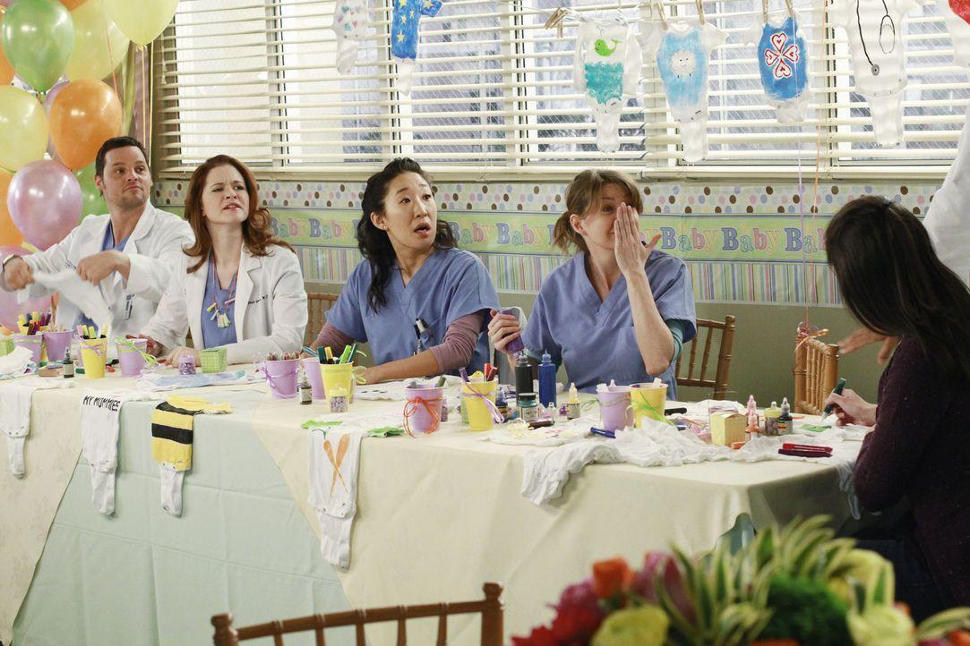 Die Vorbereitungen für die Baby-Party sind in vollem Gange: (v.l.n.r.) Alex (Justin Chambers), April (Sarah Drew), Cristina (Sandra Oh)  und Meredi... - Bildquelle: ABC Studios