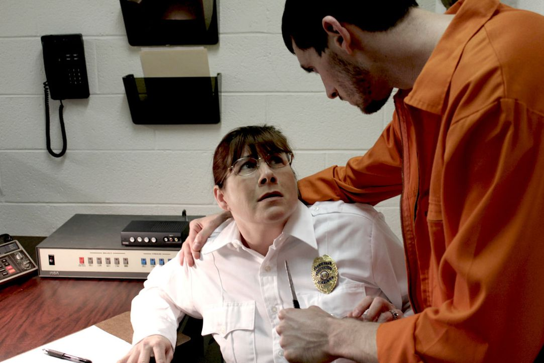 Zusammen mit Curtis Gambill greift Chuck eine Wärterin an und befreit so Chrystal und Josh Bagwell. Ein mörderisches Quartett ist wieder auf freiem... - Bildquelle: M2 Pictures