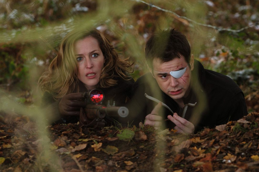 Nachdem sie kaltblütig zusammengeschlagen wurden, wollen Alice (Gillian Anderson, l.) und Adam (Danny Dyer, r.) nur eines: Rache! - Bildquelle: 2006 Straightheads Limited, FilmFour, UK Film Council and Screen West Midlands. All Rights Reserved.