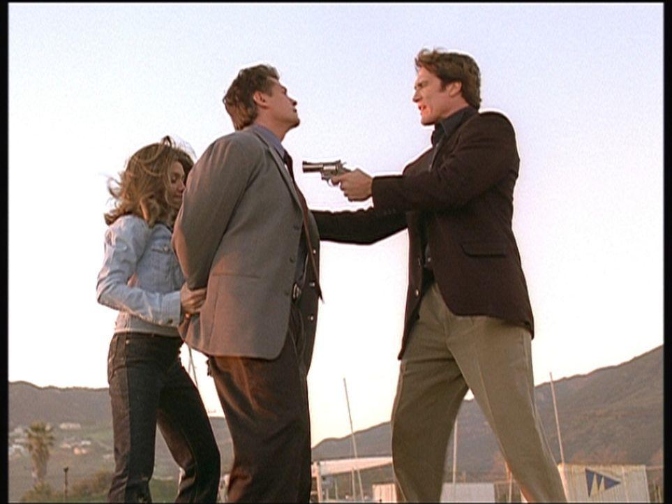 Steve (Barry Van Dyke, r.) und die Polizistin Patty nehmen Steves Vorgesetzten Lieutenant Cardinal fest, der in eine Schmiergeldaffäre verwickelt i... - Bildquelle: Viacom