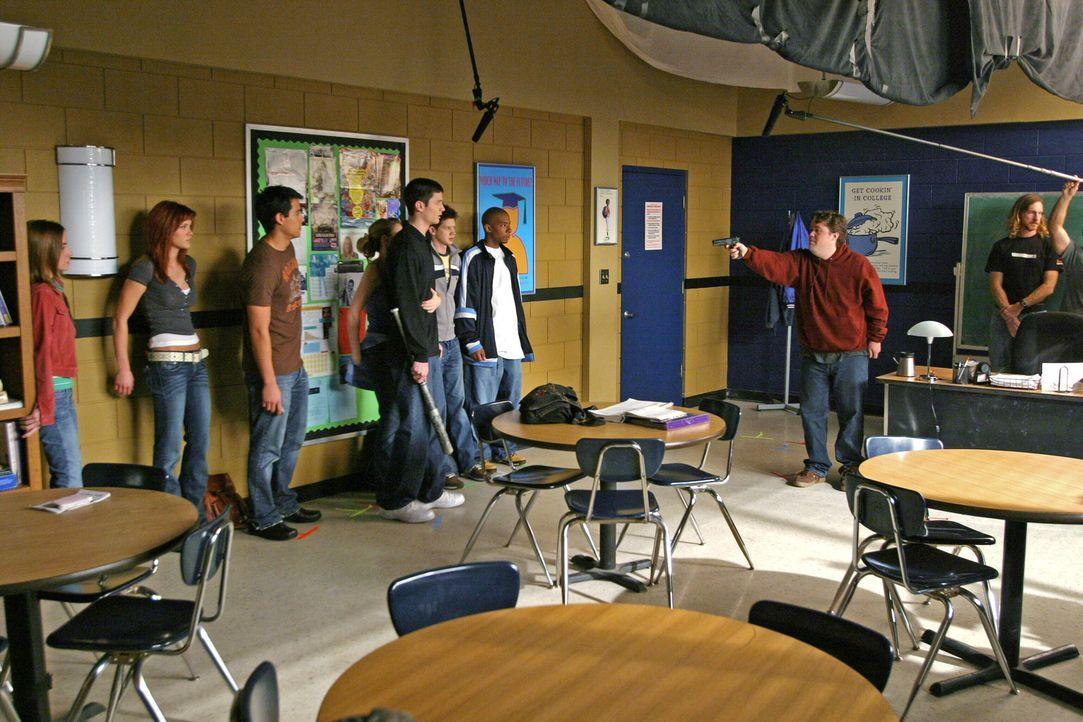 """Bei den Dreharbeiten zu """"One Tree Hill"""" ... - Bildquelle: Warner Bros. Pictures"""