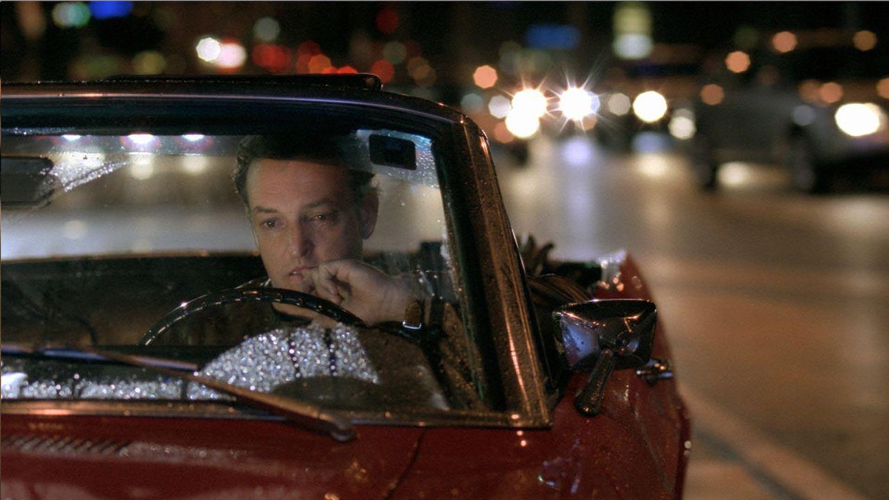 Einen Psychologen einer Radiosendung bittet Mike (Rima Marco) um Hilfe: Nachdem ihn seine Freundin verlassen hat, steckt er in einer großen Krise ... - Bildquelle: Buena Vista