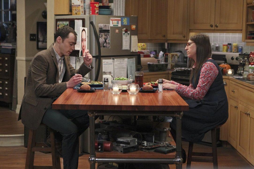 Trotz einer gemeinsamen Abmachung, bei einer Verabredung nicht sauer zu sein, ruiniert Sheldon (Jim Parsons, l.) Amy (Mayim Bialik, r.) den Abend ... - Bildquelle: Warner Bros. Television