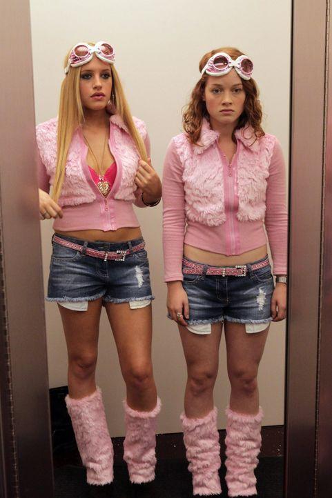 Einer Freundschaft steht nun nichts mehr im Wege: Tessa (Jane Levy, r.) und Dalia (Carly Chaikin, l.) ... - Bildquelle: Warner Bros. Television