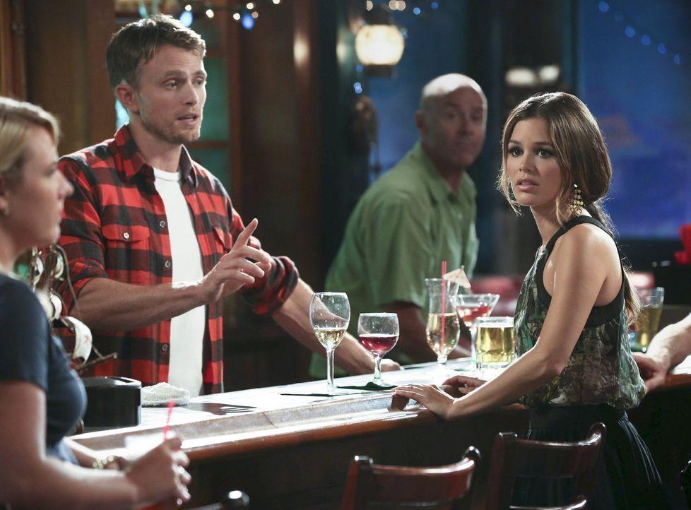 Stehen vor einem Problem: Zoe (Rachel Bilson, r.) und Wade (Wilson Bethel, l.) - Bildquelle: Warner Brothers