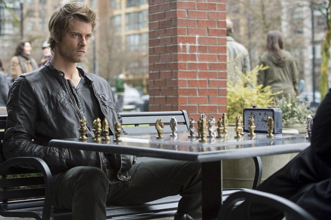 Wem kann John (Luke Mitchell) noch vertrauen? - Bildquelle: Warner Bros. Entertainment, Inc