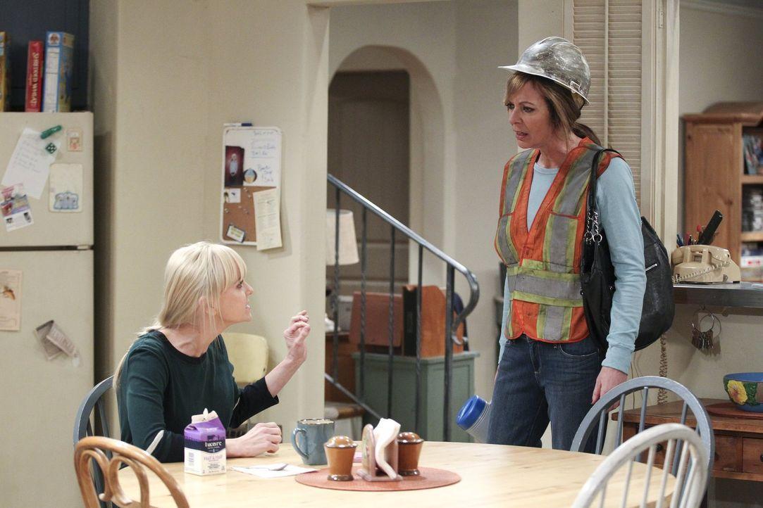 Da Christy (Anna Faris, l.) und Bonnie (Allison Janney, r.) seit dem Rückfall ununterbrochen streiten, wollen auch ihre Freunde immer weniger mit ih... - Bildquelle: Warner Bros. Television