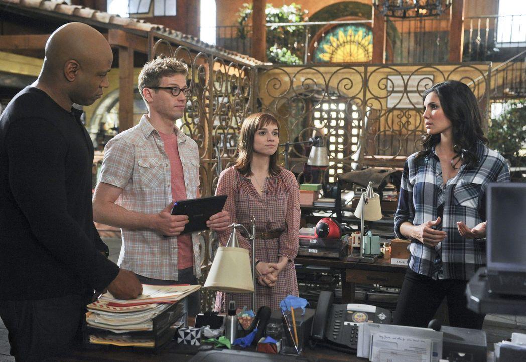 Gemeinsam versuchen sie, einen neuen Fall zu lösen: Sam (LL Cool J, l.), Kensi (Daniela Ruah, r.), Nell Jones (Renée Felice Smith, 2.v.r.) und Eric... - Bildquelle: CBS Studios Inc. All Rights Reserved.