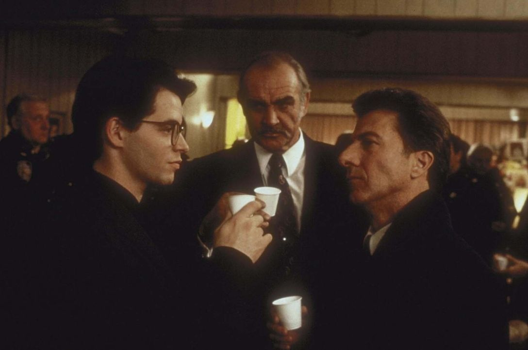 Nach langem Zögern willigt Vito (Dustin Hoffman, r.) in Jessie (Sean Connery, M.) und Adams (Matthew Broderick, l.) Einbruchsplan ein ...