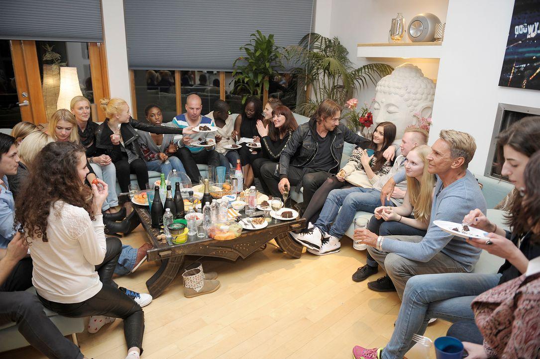 GNTM-Stf09-Epi09-Familienbesuch-20-ProSieben-Oliver-S-TEASER - Bildquelle: ProSieben/Oliver S.
