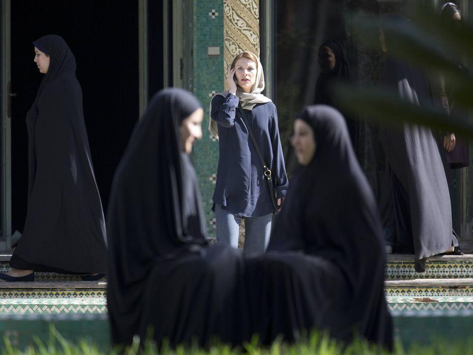 Reist nach Teheran, um die Mission zu unterstützen und Brody zu retten: Carrie (Claire Danes, M.) ... - Bildquelle: 2013 Twentieth Century Fox Film Corporation. All rights reserved.
