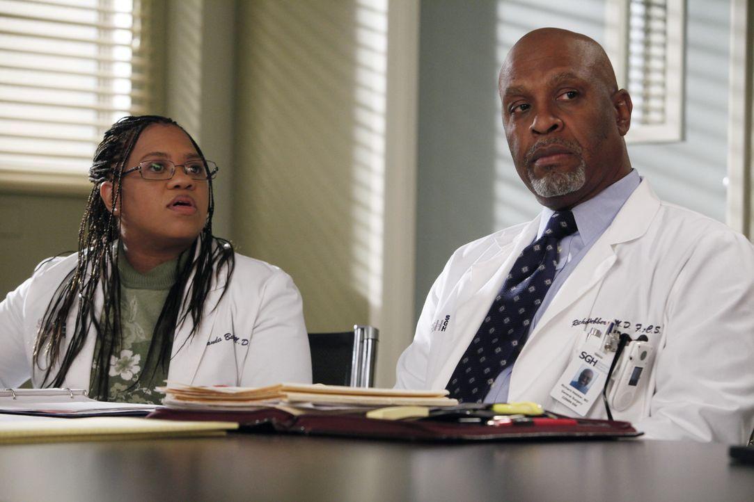 Was wäre, wenn man sich anders entschieden hätte und das Schicksal einen ganz anderen Lauf genommen hätte? Bailey (Chandra Wilson, l.) und Webber... - Bildquelle: ABC Studios
