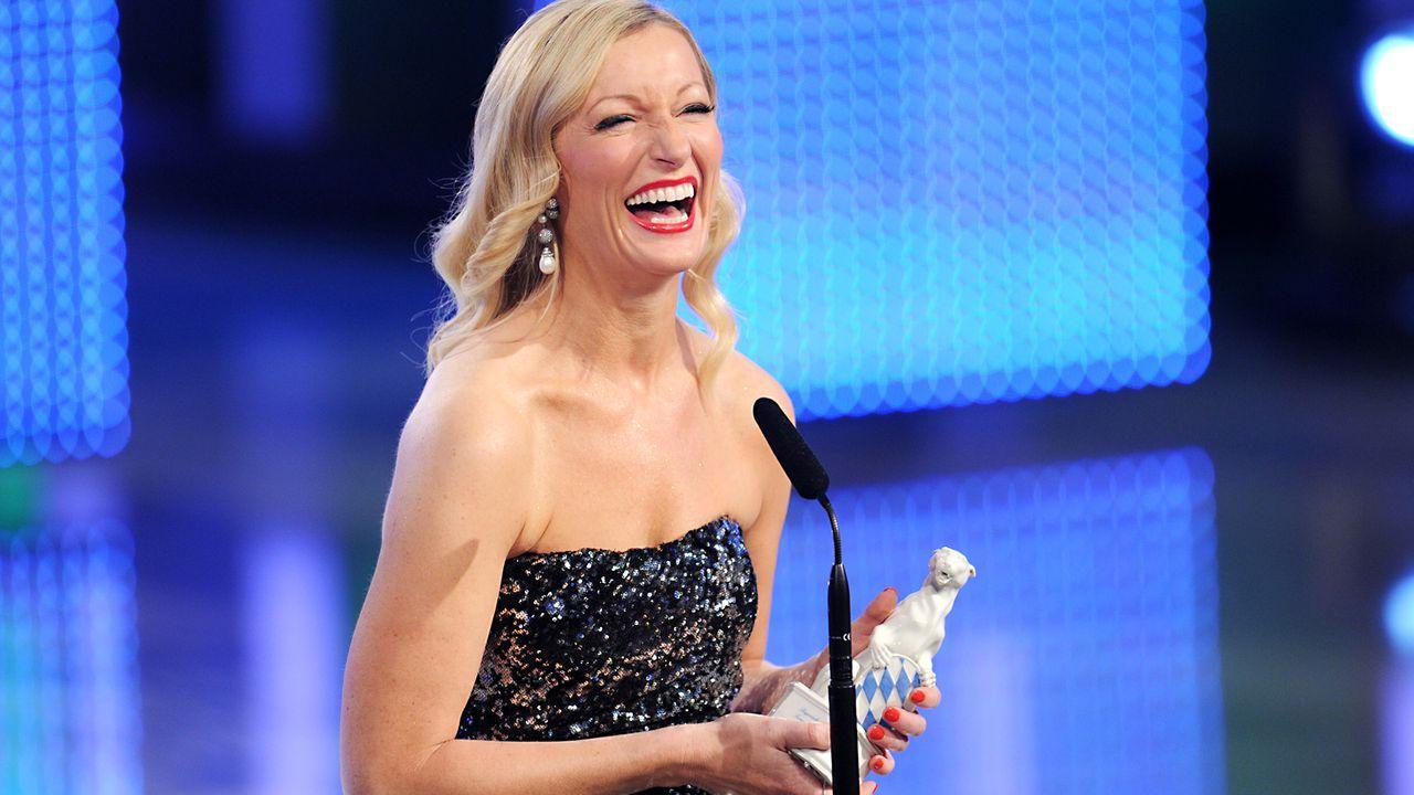 Bayerischer-Fernsehpreis-2012-Monika Gruber-12-05-04-dpa Kopie - Bildquelle: dpa