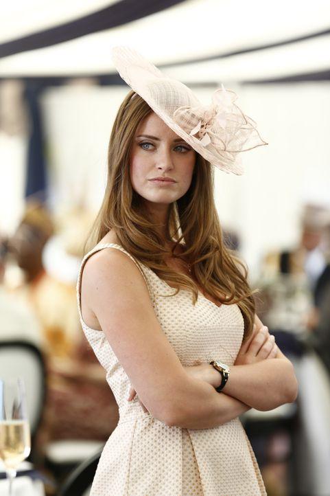(1. Staffel) - Als Freundin des Thronfolgers von England hat es Ophelia (Merritt Patterson) nicht leicht ... - Bildquelle: Tim Whitby 2014 E! Entertainment Media LLC/Lions Gate Television Inc.