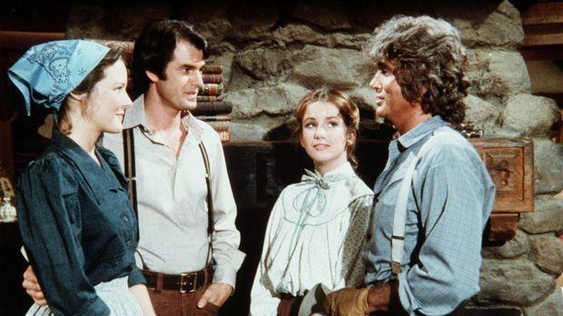 John (Stan Ivar, 2.v.l.) und Sarah Carter (Pamela Roylance, l.) haben die Far...