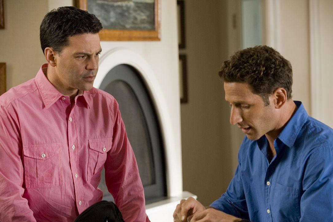 Dr. Hank Lawson (Mark Feuerstein, r.) gibt dem werdenden Vater Instruktionen, die er bei der Geburt beachten soll. Ist Rob Miller (David Alan Basche... - Bildquelle: Universal Studios