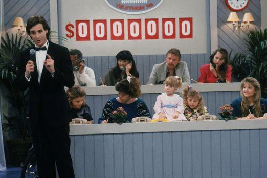 Full House - Danny (Bob Saget, vorne l.) bekommt eine große Chance, er darf e...