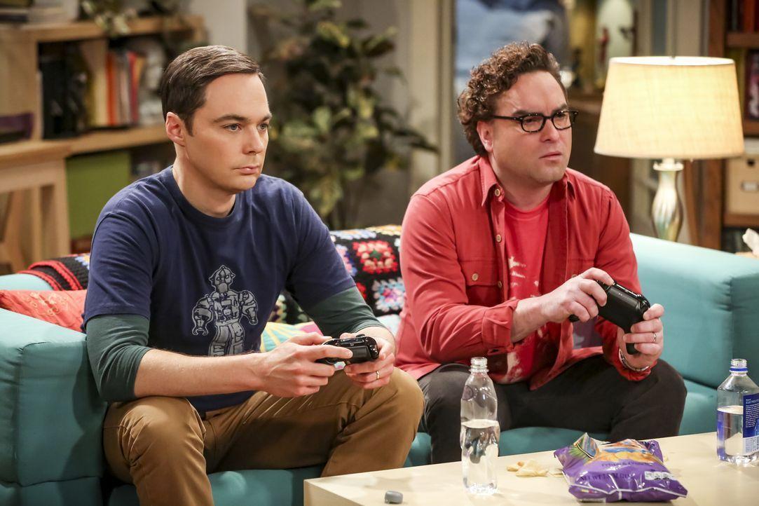 Sheldon (Jim Parsons, l.); Leonard (Johnny Galecki, r.) - Bildquelle: Michael Yarish 2018 WBEI. All rights reserved./Michael Yarish