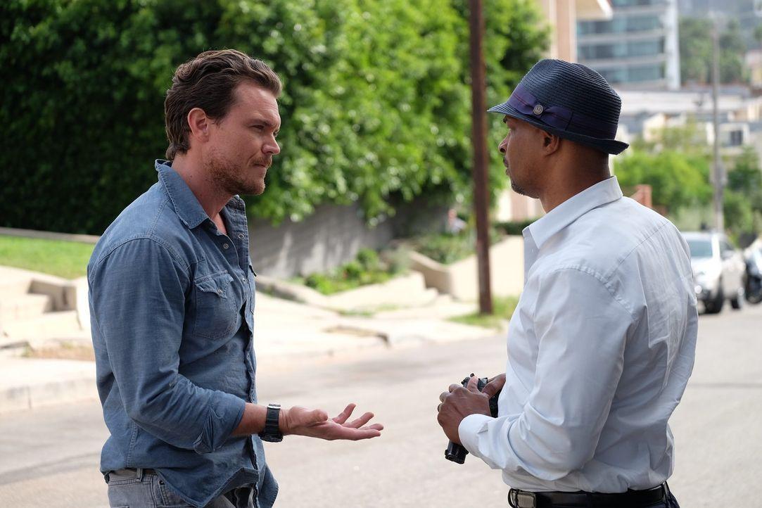 LAPD-Ermittler Roger Murtaugh (Damon Wayans, r.) kehrt nach längerer Auszeit auf das Revier zurück. Der Gesundheit wegen soll er sich eigentlich nic... - Bildquelle: 2016 Warner Brothers