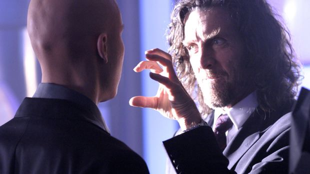Während Pete von einem FBI-Agenten entführt wird, wird Lex (Michael Rosenbaum...