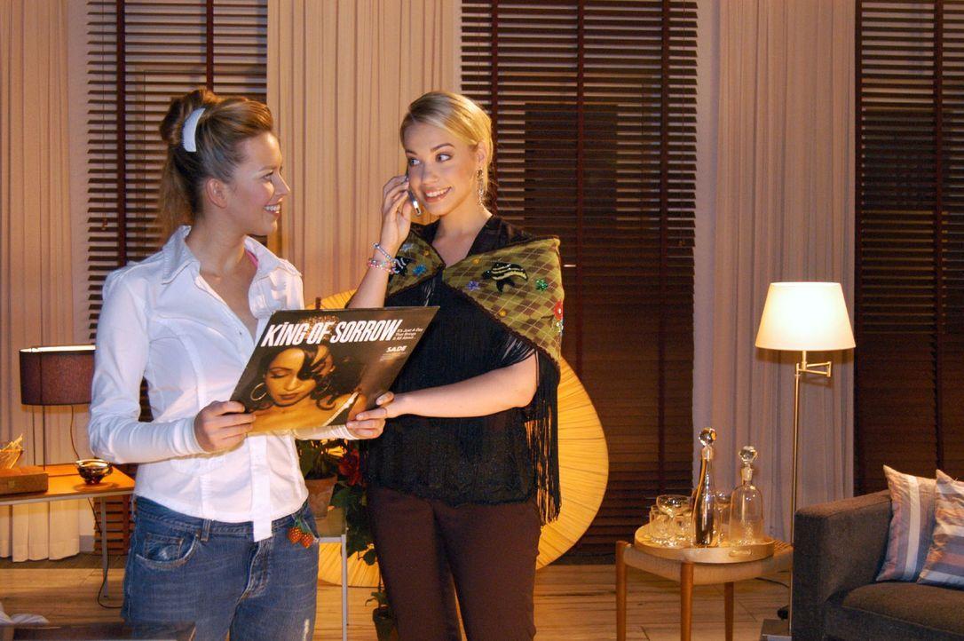 Geburtstagskind Kim (Lara-Isabelle Rentinck, r.) und Hannah (Laura Osswald, l.) planen, es in Sophies Wohnung so richtig krachen zu lassen ... - Bildquelle: Monika Schürle Sat.1