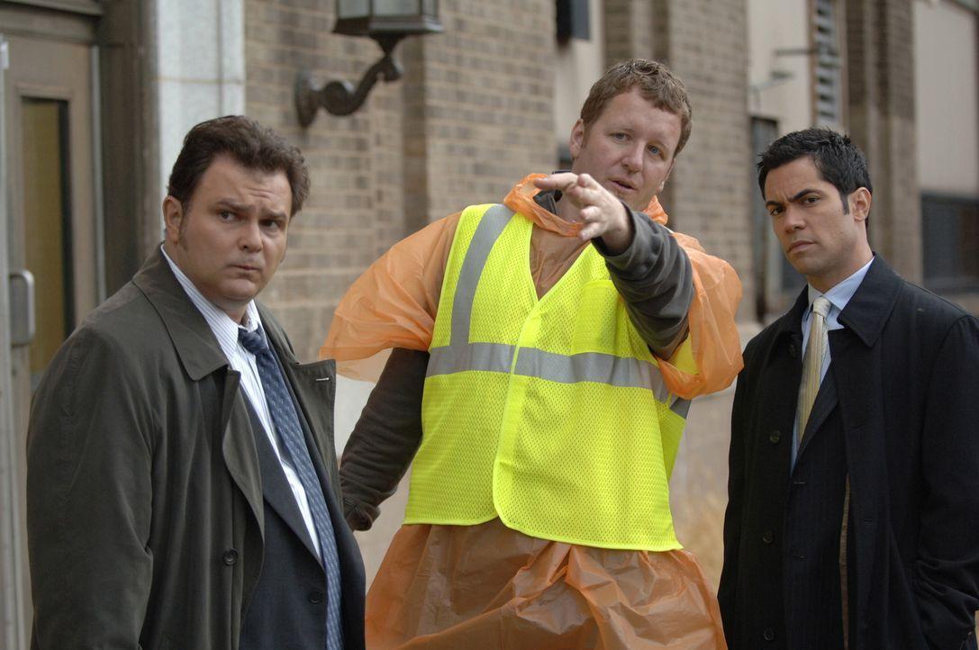 Erhoffen sich weitere Informationen zu ihrem momentanen Fall: Nick Vera (Jeremy Ratchford, l.) und Scott Vales (Danny Pino, r.) ... - Bildquelle: Warner Bros. Television