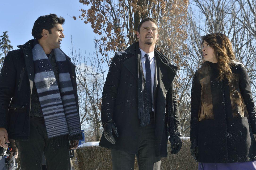 Nach und nach macht sich Cat (Kristin Kreuk, r.) Sorgen, ob ihr Freund Gabe (Sendhil Ramamurthy, l.), der einst eine Bestie war, ein falsches Spiel... - Bildquelle: 2013 The CW Network, LLC. All rights reserved.