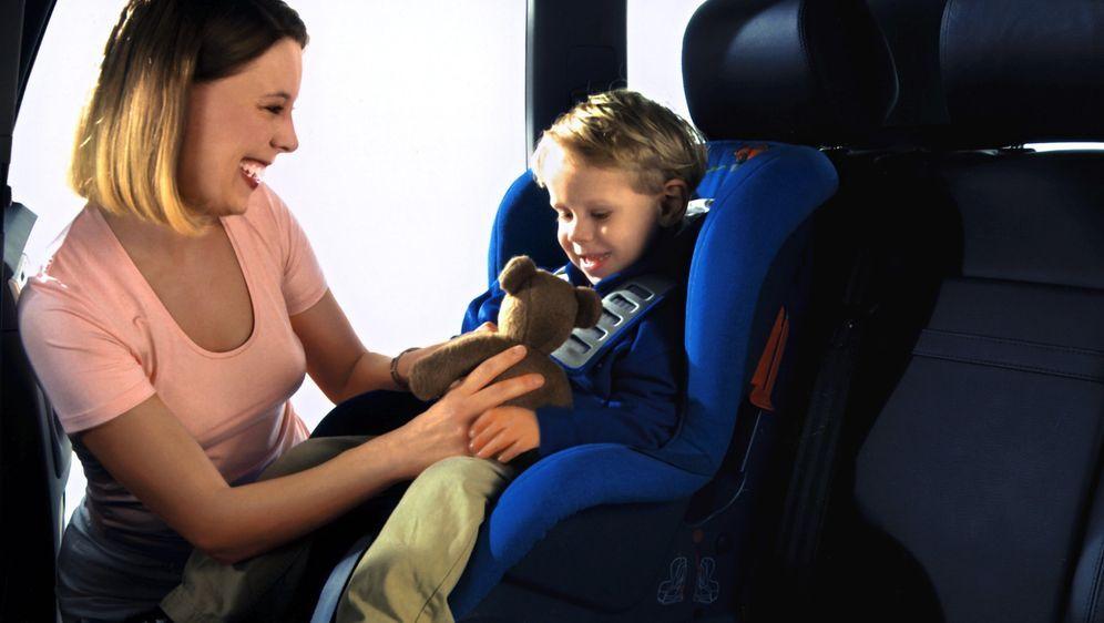 Sicherheit im Auto: Das sind 5 häufigsten Fehler, die eure Kinder gefährden!