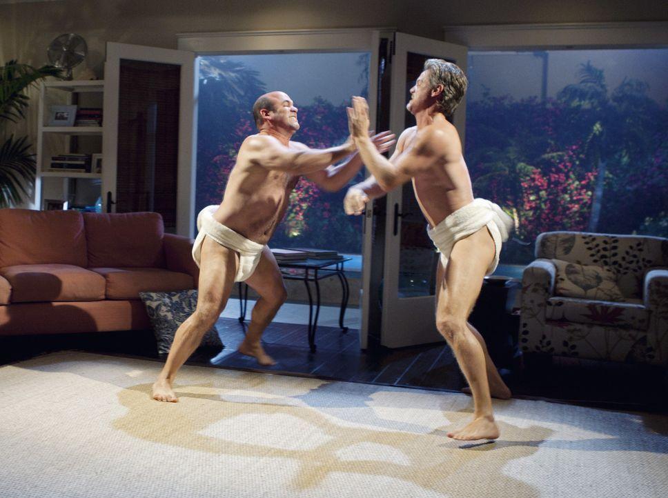 Bobby und Jules haben für ein Wochenende Wohnung getauscht. Andy (Ian Gomez, l.) und Bobby (Brian Van Holt, r.) wissen dies gut auszunutzen ... - Bildquelle: 2010 ABC INC.
