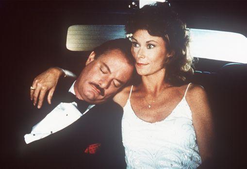 Agentin mit Herz - Noch ahnt Amanda (Kate Jackson, r.) nicht, dass der Mann i...