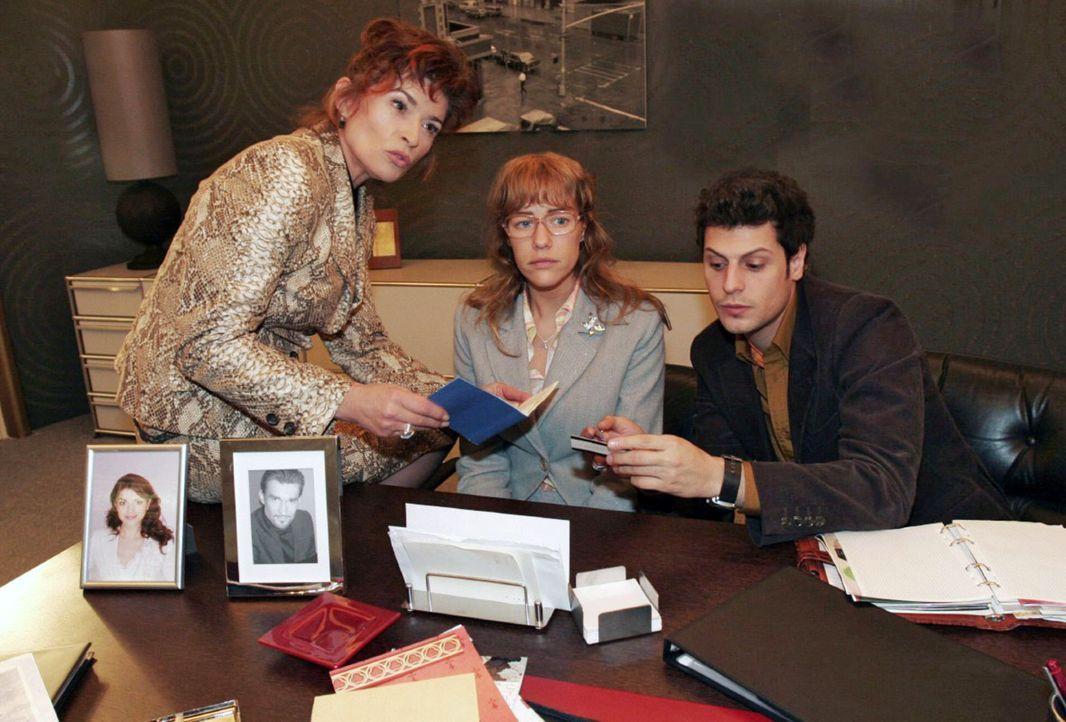 Sophies (Gabrielle Scharnitzky, l.) und Rokkos (Manuel Cortez, r.) Idee, ein TV-Porträt über Lisa (Alexandra Neldel, M.) zu produzieren, weckt in... - Bildquelle: Noreen Flynn Sat.1