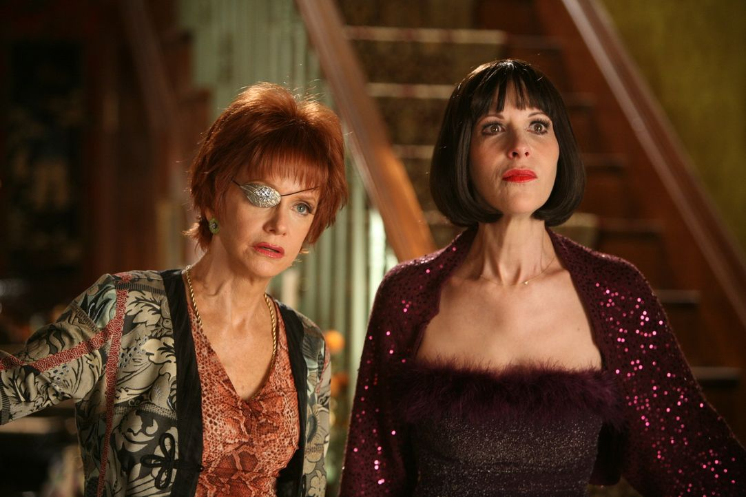 Geschockt: Vivian (Ellen Greene, r.) und Lily (Swoosie Kurtz, l.) erfahren, wieso Dwight sich nicht mehr gemeldet hat - er ist gestorben ... - Bildquelle: Warner Brothers