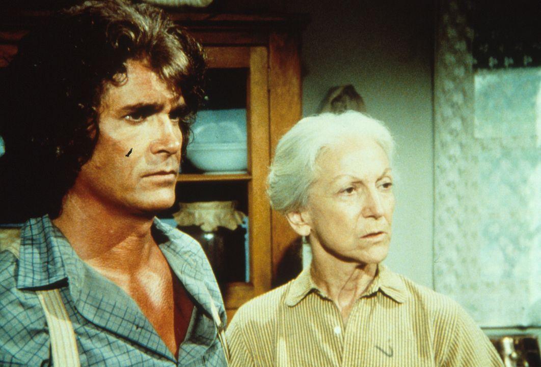 Charles Ingalls (Michael Landon, l.) erzählt Virginia Davenport (Susan French, r.), dass er eine Uhr vermisst und ihren Enkel, Tod Dortmunder verdäc... - Bildquelle: Worldvision