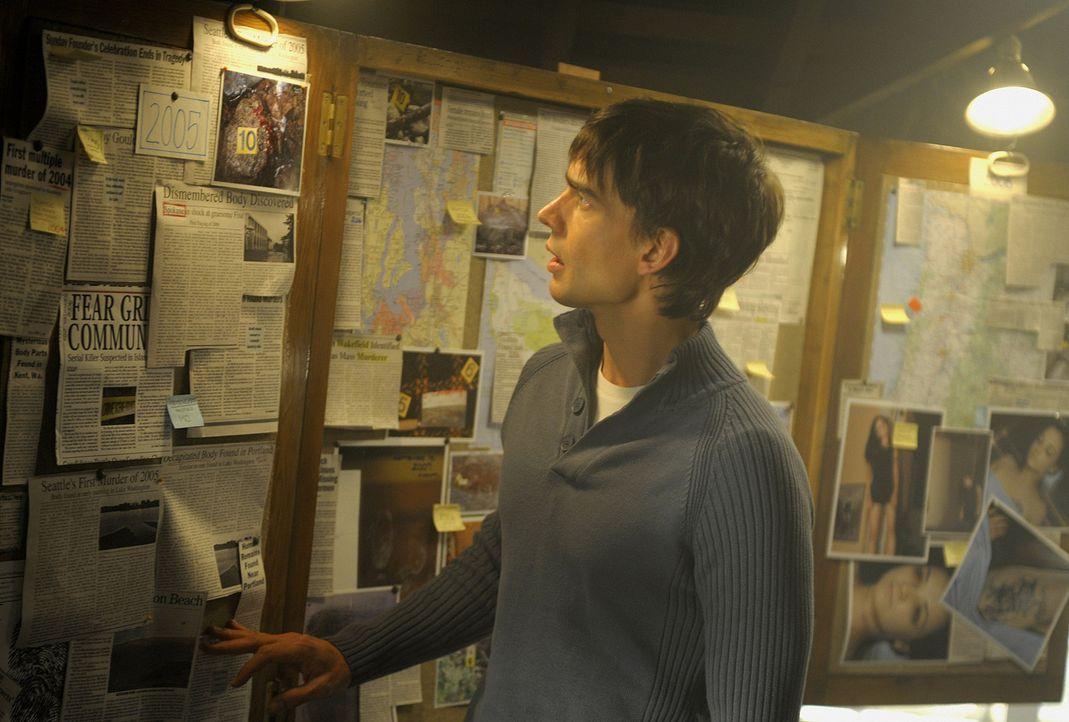 Auch Henry (Christopher Gorham) möchte den Mörder seiner Gäste finden. Die Insel macht ihm immer mehr Angst ... - Bildquelle: 2009 CBS Studios Inc. All Rights Reserved.