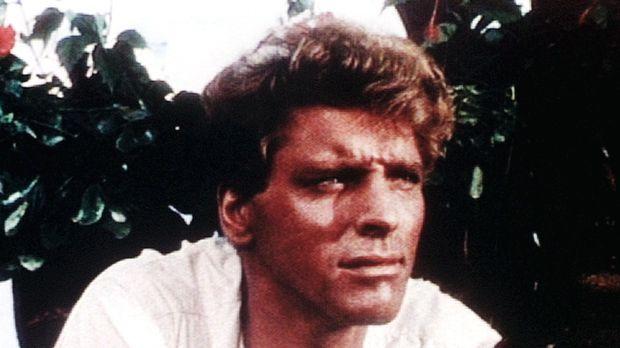 Kapitän O'Keefe (Burt Lancaster) wird von den dankbaren Eingeborenen zum weiß...