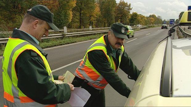 24 Stunden - Bundesautobahn 4 bei Köln: Tausende Autos rauschen hier jeden Ta...