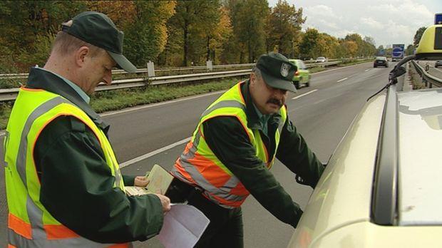 Bundesautobahn 4 bei Köln: Tausende Autos rauschen hier jeden Tag aus Richtun...
