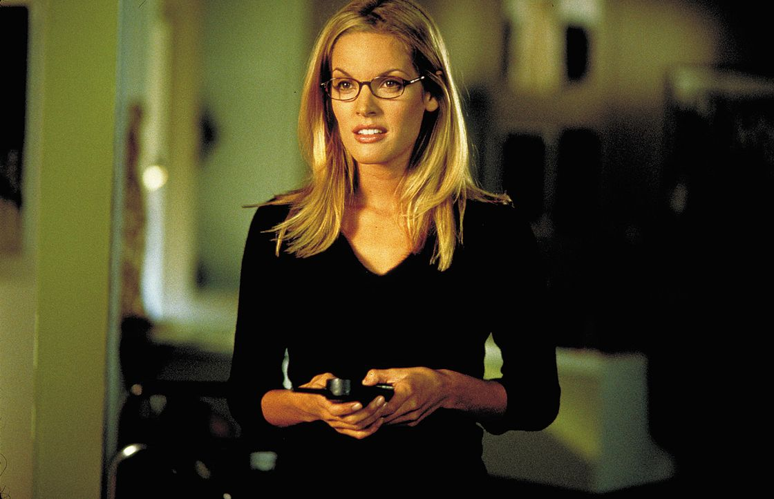 David ist beunruhigt. Eigentlich liebt er seine Freundin Sarah (Bridgette Wilson), doch seit jene das Thema Heirat auf den täglichen Diskussionspla... - Bildquelle: 2003 Sony Pictures Television International. All Rights Reserved.