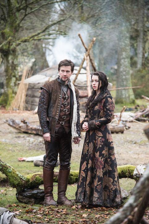 Geraten in Schottland schon bald in Gefahr: Sebastian (Torrance Coombs, l.) und Mary (Adelaide Kane, r.) ... - Bildquelle: Bernard Walsh 2016 The CW Network, LLC. All rights reserved.
