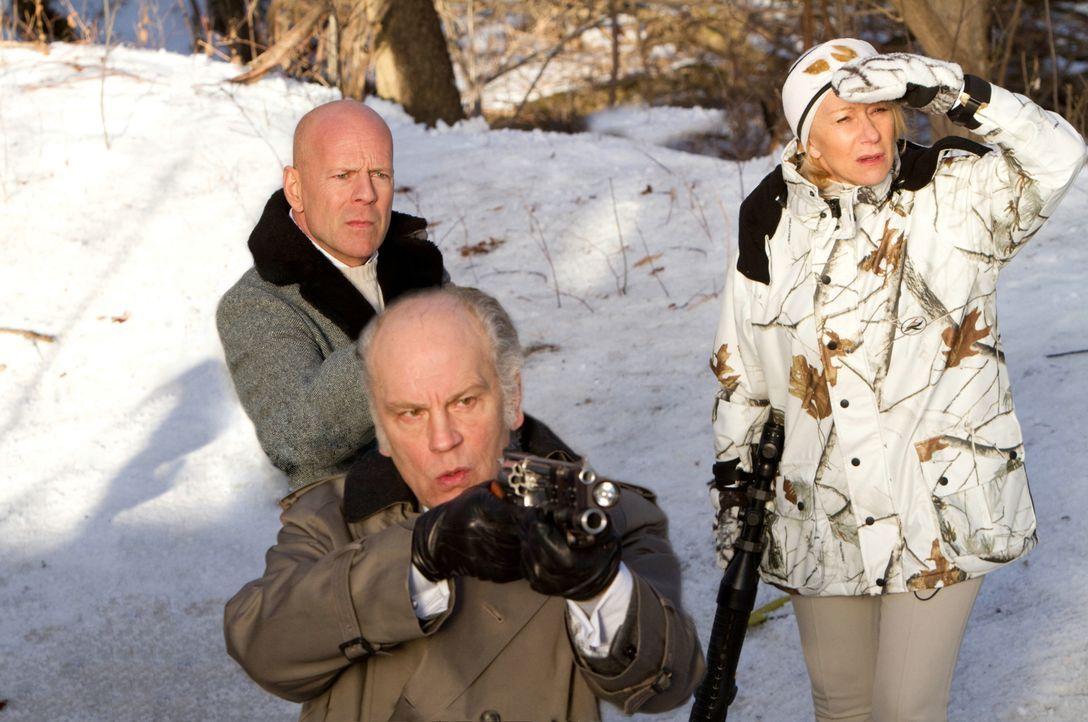 Ablenkung ist alles: Marvin (John Malkovich, M.), Frank (Bruce Willis, l.) und Victoria (Helen Mirren, r.) müssen ihre Gegner ordentlich verwirren .... - Bildquelle: 2010 Concorde Filmverleih GmbH