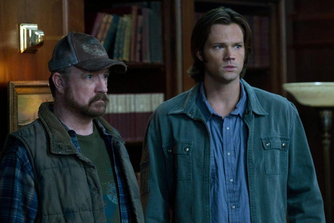 Wird Castiel Bobby (Jim Beaver, l.), Sam (Jared Padalecki, r.) und Dean wirklich töten? - Bildquelle: Warner Bros. Television