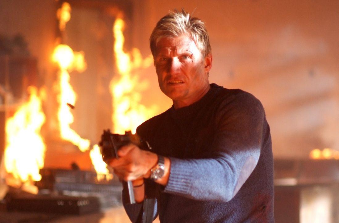 Mike (Dolph Lundgren) klar wird, dass er einem Haufen leerer Versprechungen aufgesetzt ist, schlägt er gnadenlos zurück ... - Bildquelle: Nu Image