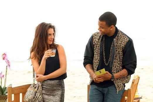 90210 - Adrianna (Jessica Lowndes, l.) und Dixon (Tristan Wilds, r.) spielen...